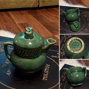 🦋2/$10 3/$15 4/$18 5/$20 Vintage Green Tea Pot